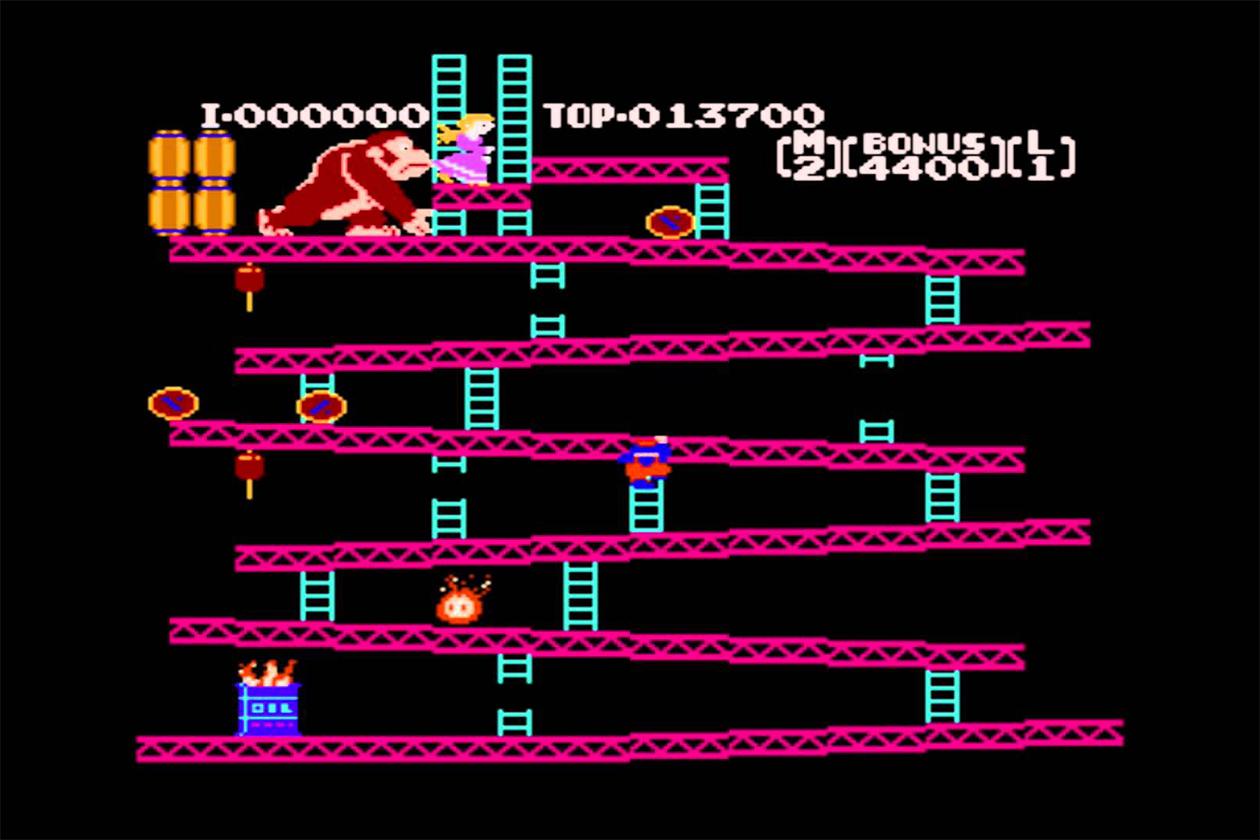 """Die """"Donkey Kong""""-Reihe Neben den """"Zelda""""-, """"Pokémon""""- und """"Super Mario""""-Spielen zählt das """"Donkey Kong""""-Franchise zu den wichtigsten Marken der japanischen Videospielfirma Nintendo. Seit dem ersten Titel der Serie, dem Spielhallen-Hit """"Donkey Kong"""" von 1981, ist der Pixel-Gorilla aus der Welt der digitalen Spiele nicht mehr wegzudenken und hatte bislang in über 60 Videospielen einen Auftritt – entweder als Protagonist oder Nebendarsteller. Zu den erfolgreichsten und beliebtesten Ablegern der Reihe zählt der Plattform-Hit """"Donkey Kong Country"""" (1994) für die 16-Bit-Konsole Super Nintendo – der geistige Vater des neuen """"Donkey Kong Country: Tropical Freeze"""" für Wii U."""